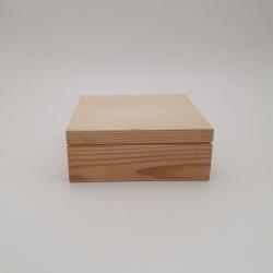 Medinė dėžutė kvadratinė 17,5x17,5x7 cm